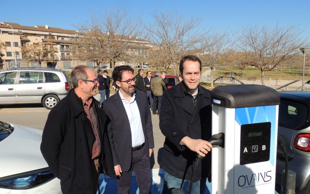 Inauguramos un nuevo punto de recarga público y gratuito para vehículos eléctricos en Cheste (Valencia)